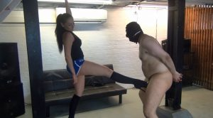 Dominatrix Gym – Sophia – chicks-vs-balls