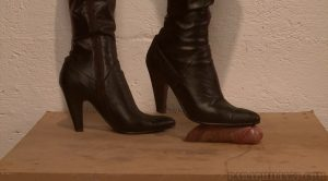 You will cum under my boot – Paraphilia51