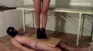 MISS ANNE CRUSHES SLAVE´S TESTICLES – CRUELTY OF GODDESS JANE