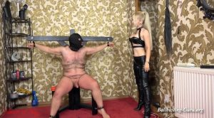 Pain is the reminder – House of Sinn – Miss Sarah