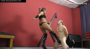 Pain between the legs – Mistress Amanda – CRUEL MISTRESSES