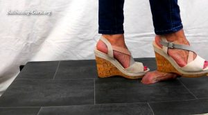 Lady Sirodo – Shoejob with beige Wedges