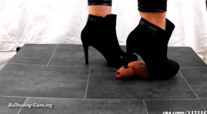 Lady Sirodo – Shoejob with black Booties