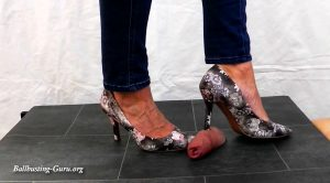 Lady Sirodo – Shoejob with flower Pumps