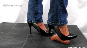 Lady Sirodo – Shoejob with black silvery Pumps