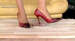 The cruel high heels of Victoria – complete – Cruel women in high heels