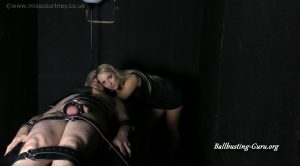 Mistress Courtneys Fetish Lair – Urethral Sounding and Ass Sniffing